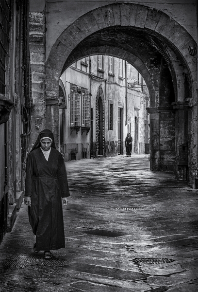 Nuns in Lucca