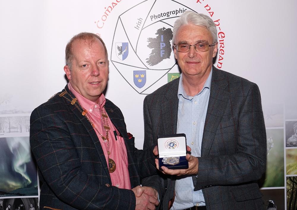 Dominic Reddin, President IPF, presenting Brendan O'Sullivan with his Bronze Medal in the Advanced Section, IPF AV Nationals, 21st October, 2018